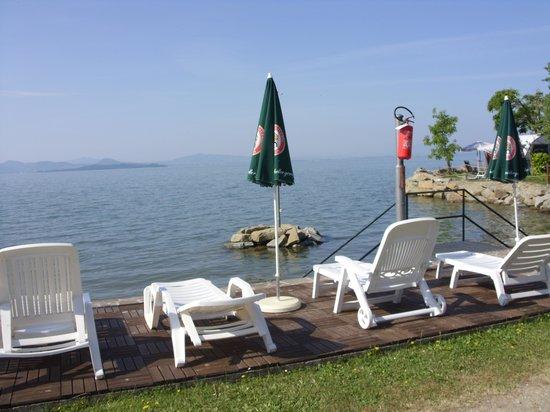 Hotel Kursaal Umbria: Piattaforma sul lago