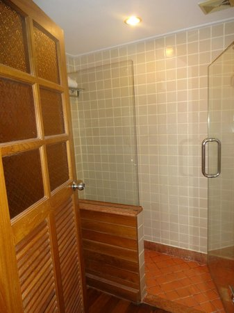 Diamond Cliff Resort and Spa: Shower