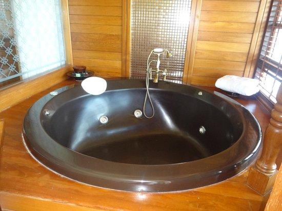 Diamond Cliff Resort and Spa: Jacuzzi tub