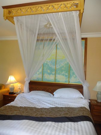Diamond Cliff Resort and Spa : Bed in ocean suite, grand wing