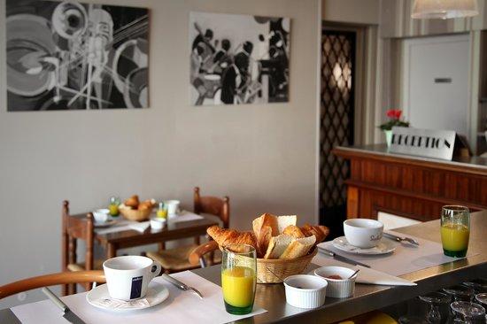 Hotel Le Rochegude : Breakfast / Petit-déjeuner