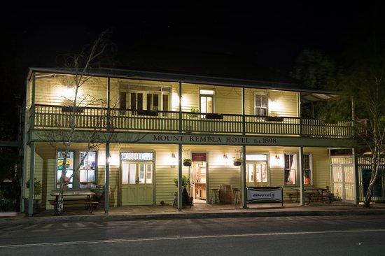 Mt Kembla Village Hotel