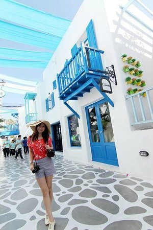 Santorini Park : มีร่มตลอดทางเดิน ไม่ร้อนมาก