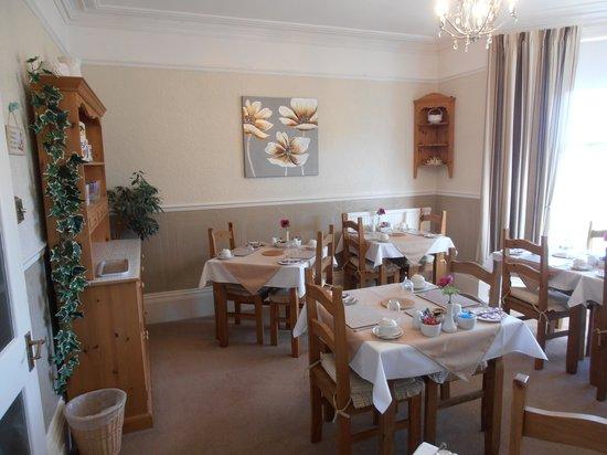 Woodlands Guest House: Breakfast room