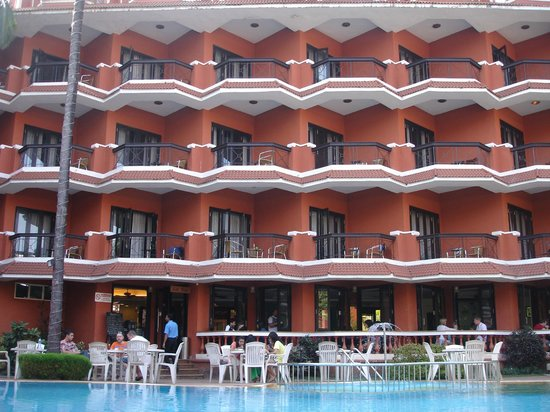 The Baga Marina: View of the Hotel from the swimming pool