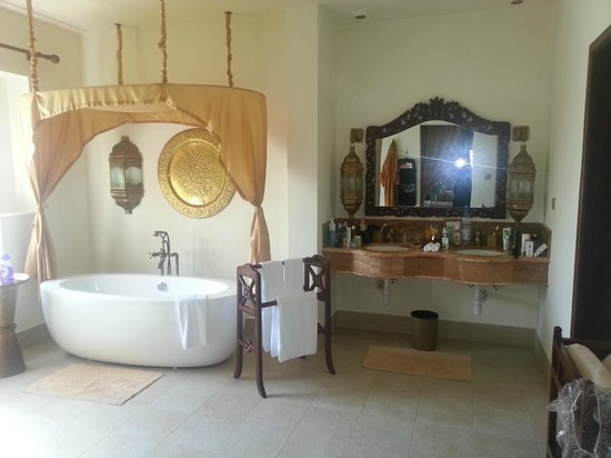 Baraza Resort & Spa: Our bathroom...so so perfect