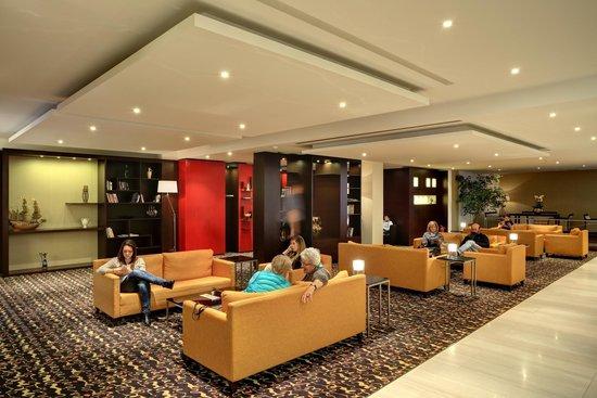 Hotel Duo: Lobby area