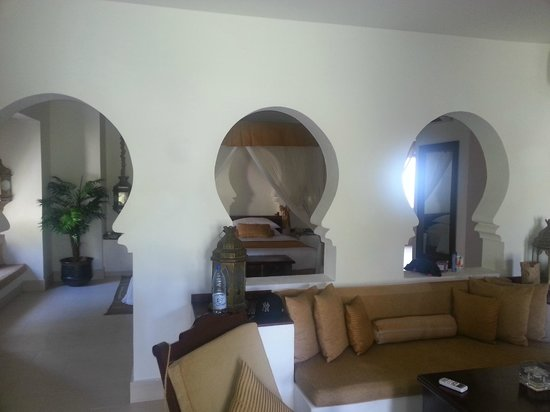 Baraza Resort & Spa: Lounge to Room