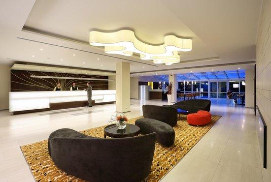 Hotel Duo: Lobby
