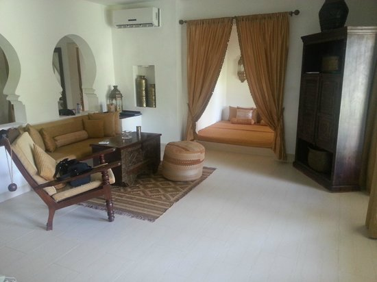 Baraza Resort & Spa: The Villa Lounge with Day bed to boot