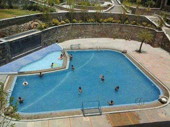Ramada Udaipur Resort and Spa : Pool
