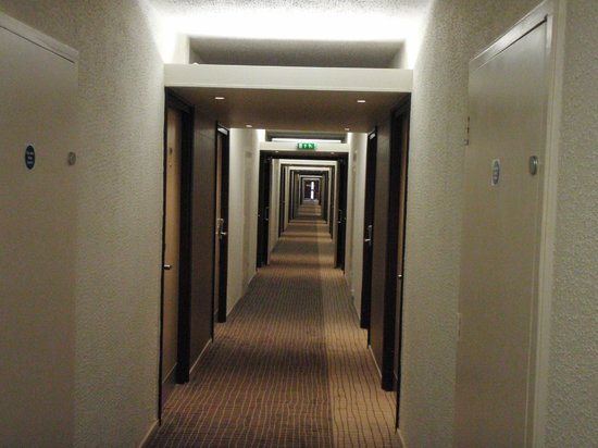 Novotel Coventry: Incredibly Long Corridor