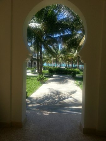Baraza Resort & Spa: View as you walk into hotel grounds