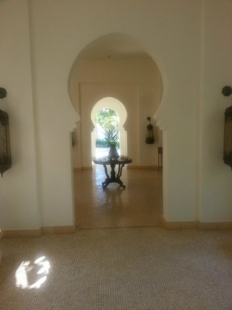 Baraza Resort & Spa: Walkway to the reception