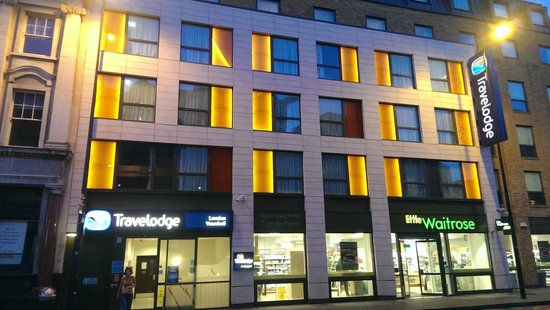 Travelodge London Vauxhall Hotel: The hotel from outside
