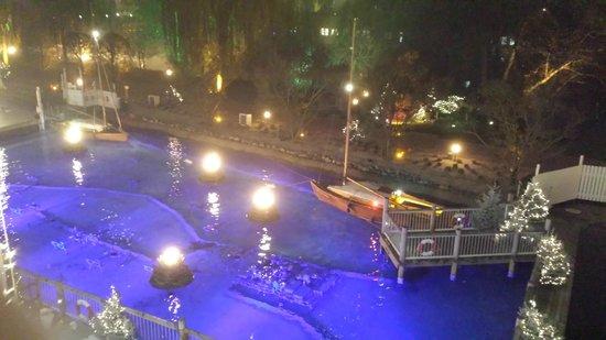 """Hotel """"Bell Rock"""" Europa-Park: Uitzicht vanaf de kamer op de watershow"""