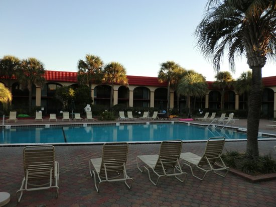 Maingate Lakeside Resort: The Pool