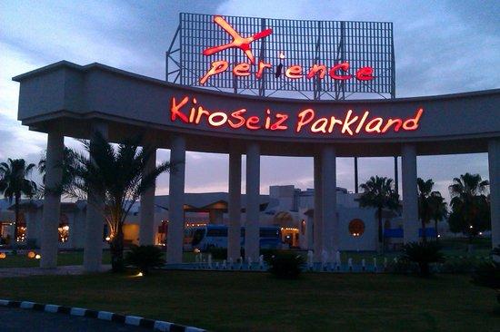 Xperience Kiroseiz Parkland : front of hotel