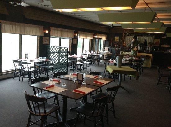 Trailside Restaurant & Lounge : Dining room