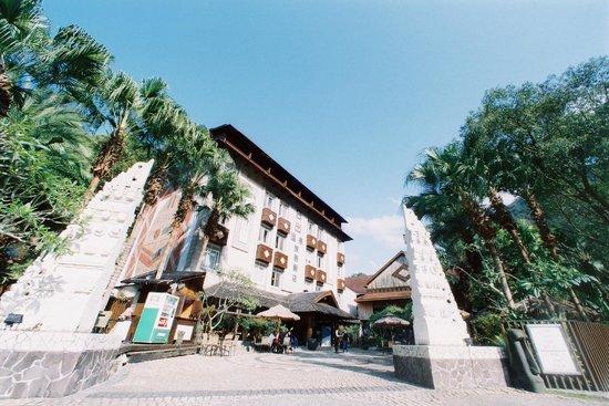 Sunrise Hot Spring Hotel front gate