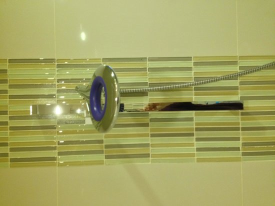 OZO Colombo : Rainshower with good water pressure
