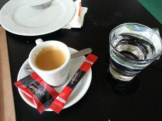 Kunsthal Rotterdam: Caffè con cioccolatino.