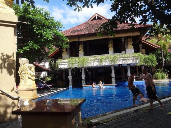Bounty Hotel: Main pool