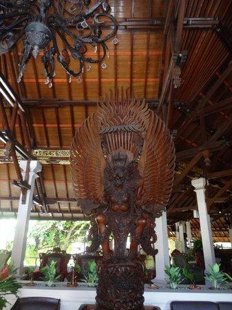Bounty Hotel: Lobby entrance