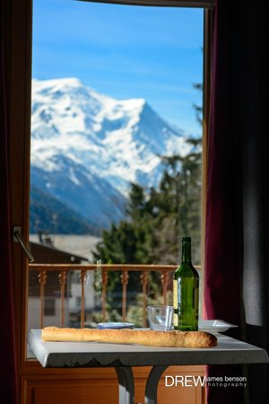 Hotel de La Couronne: The view of the Mont Blanc from the balcony.