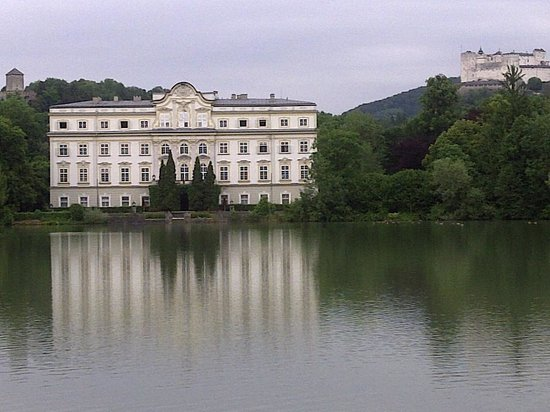 Hotel Schloss Leopoldskron: the Schloss form the other side of the lake