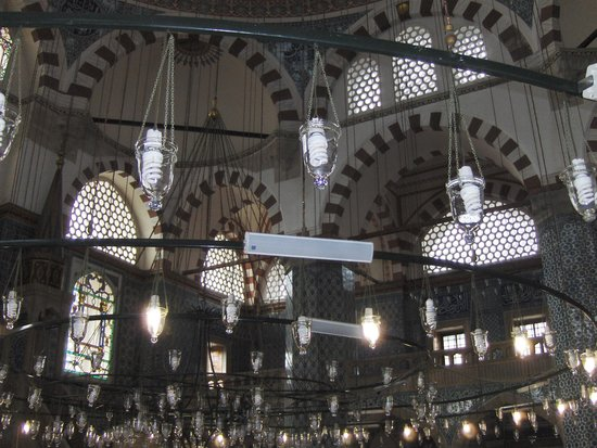 Mezquita de Rüstem Paşa: Rüstem Pasha, interno