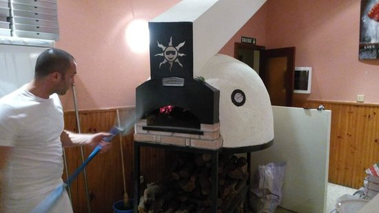 Pizzas con horno de le a picture of l 39 italiano del - Hornos de lenas ...