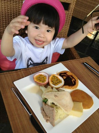 Amiana Resort: she enjoy the food