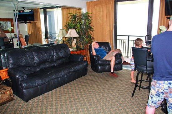 Hawaiian Inn: living rm 340