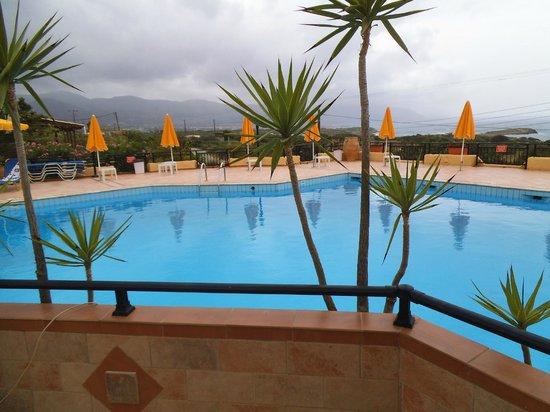 Bella Vista Apartments: Warm and Stormy