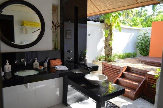 Angsana Ihuru: bathroom