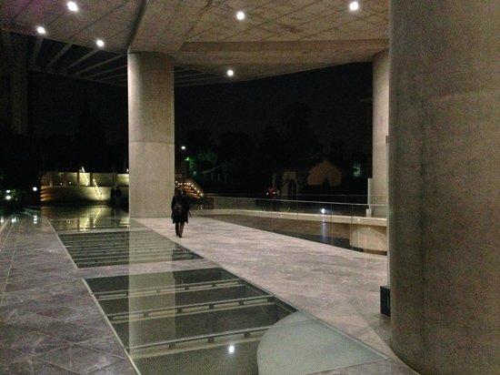 Acropolis Museum: entryway