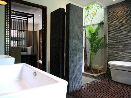 The Amala : Residence Master bedroom bathroom