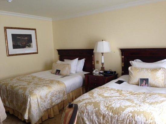 The Shelbourne Dublin, A Renaissance Hotel: bedroom