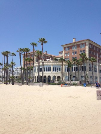 Casa del Mar: View of Hotel from the beach