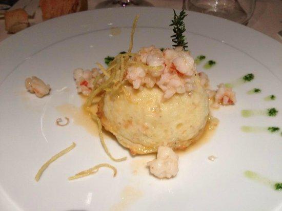 Le Gourmet Restaurant: tortino di patate con salsa di crostacei