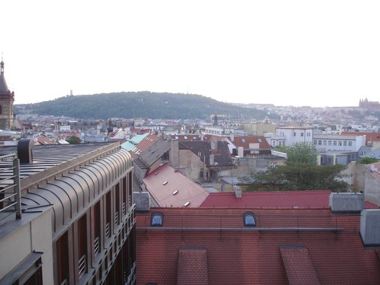 Hotel Majestic Plaza Prague: Mesmerizing view of Prague Castle from our room