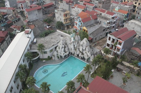 Muong Thanh Lang Son Hotel: View từ trên cao nhìn ra bể bơi
