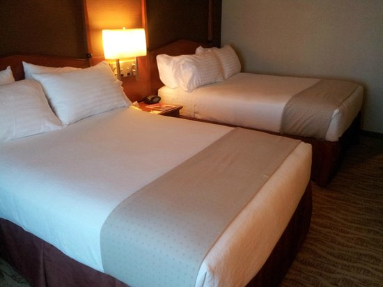 Holiday Inn Torrance: beds