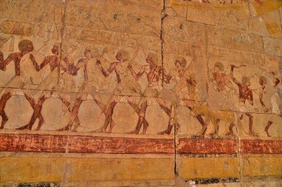 Totentempel der Hatschepsut im Deir-el-Bahari-Tal: INTERIEUR  MUR TEMPLE