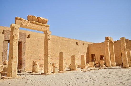 Totentempel der Hatschepsut im Deir-el-Bahari-Tal: VUE INTERIEUR