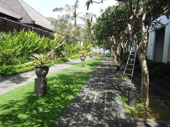 The Bali Khama Beach Resort & Spa : View outside room