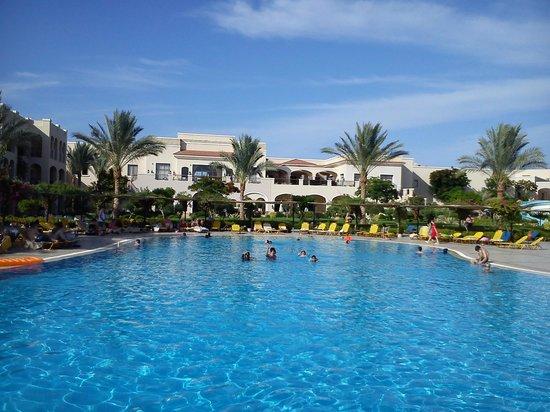 Jaz Mirabel Park: حمام السباحة