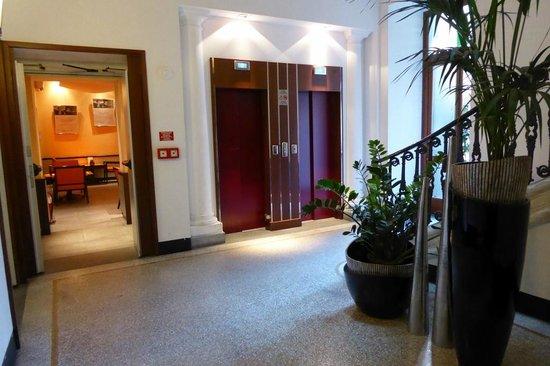 BEST WESTERN Crystal Palace Hotel : Treppenhaus