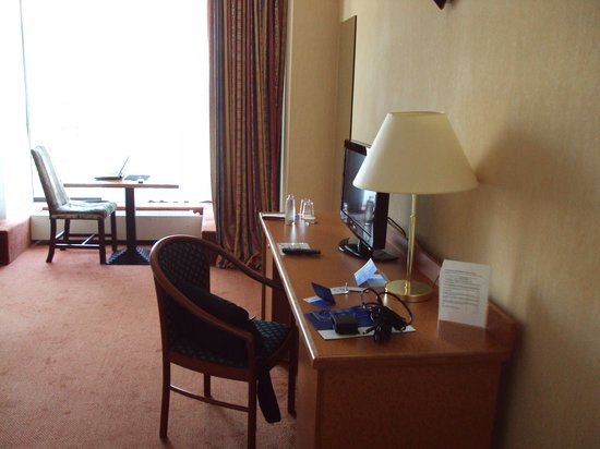 Hotel Brussels: working station